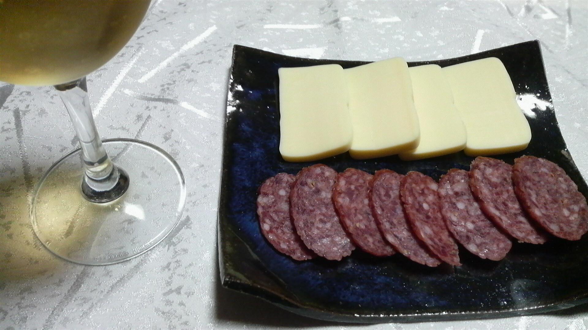 チーズとサラミ